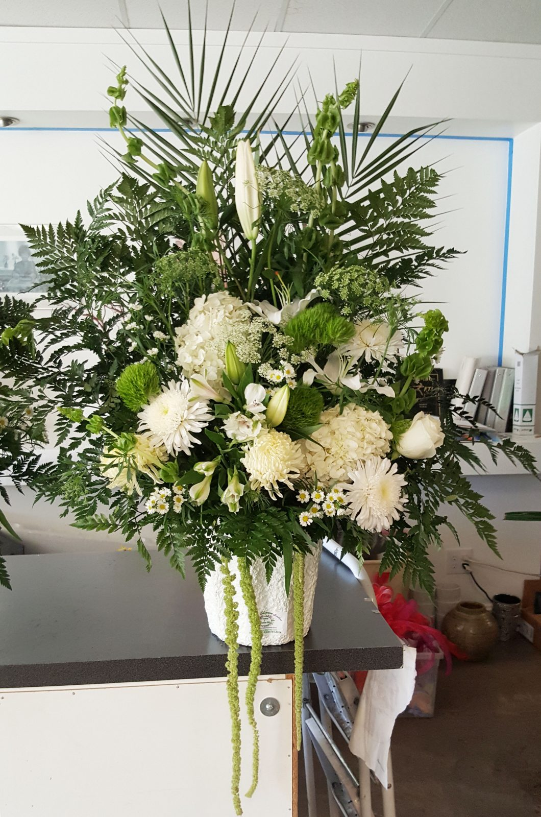 Funeral Basketvase 01 Sharon Floral
